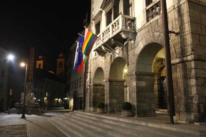 Konferencijos dieną Rotušė pasipuošė vaivorykštės vėliava