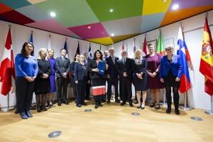 ES šalis užtikrinti visapusišką LGBTI teisių apsaugą raginančio dokumento pasirašymo akimirka