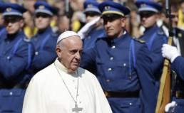 popiezius-pranciskus-atvyko-i-sarajeva-kviesdamas-susitaikyti-po-bosnijos-karo-5572b52a6e748